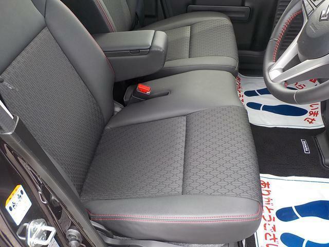 運転席廻りアームレスト付で長距離ドライブを楽しんで下さい。