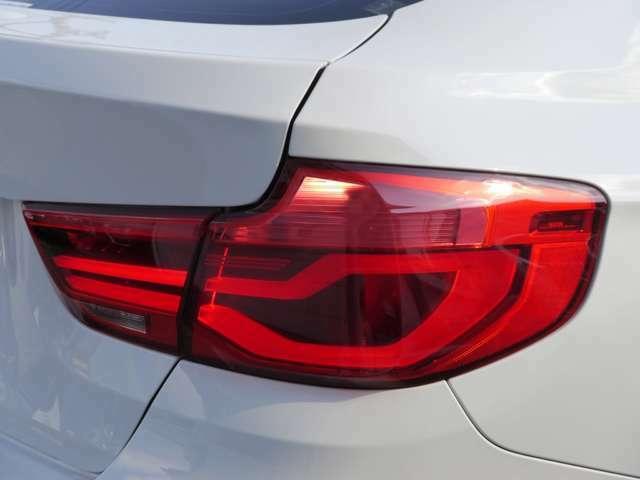後期LCIモデルより採用のLEDテールライト!デザイン性はもちろん、安全性も向上しております。