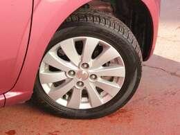タイヤサイズは155・65・14になり純正ホイールも装着してます。