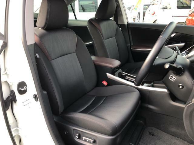 フロントシート(前席)です。よく乗る運転席にも、汚れや使用感も気になりません。