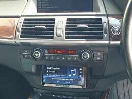 加工してインダッシュに2DINナビを装着しています。Bluetooth対応、ミュージックサバー付きです。音量はステアリングスイッチで上げ下げ可能です。