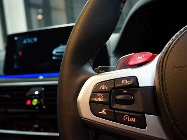 ■Mボタン付きマルチファンクションステアリング■パドルシフト■ヘッドアップディスプレイ■純正ナビTV(iDrive)&ETC■前後ドライブレコーダー、レーダー付き