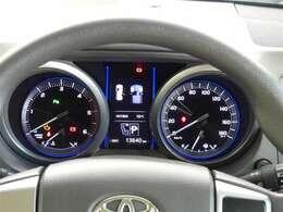 高級感と機能美を併せ持った運転席周り。見やすいメーターと操作しやすいスイッチ類がいいですね!