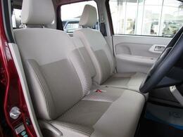 ベンチシートを採用しておりますので車内を広く感じることが出来ます!