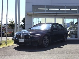 BMW 7シリーズ 740i Mスポーツ 黒革シート・サンルーフ・20インチAW