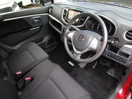 足元のスペースを広く確保しておりますのでどなたでもベストなポジションで運転が可能になります!