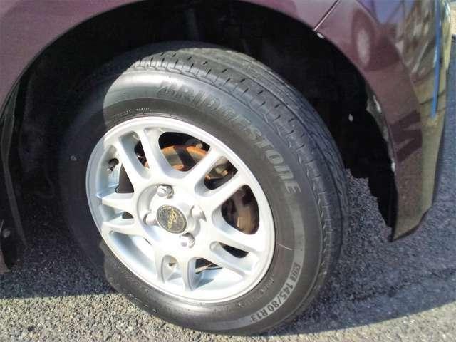 社外品アルミホイール付きです!タイヤも、新品ではありませんがまだまだ交換不要のタイヤです!