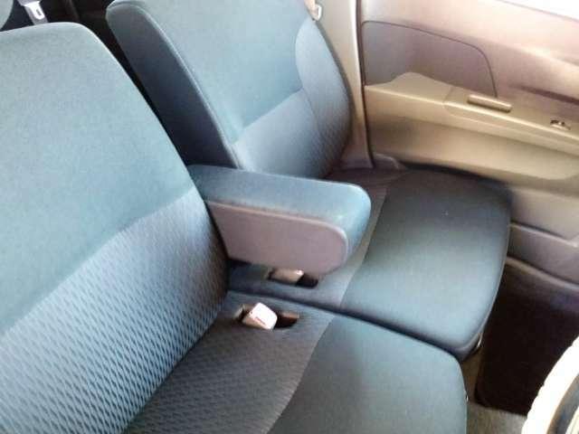 大型アームレスト付きのフロントシートです!