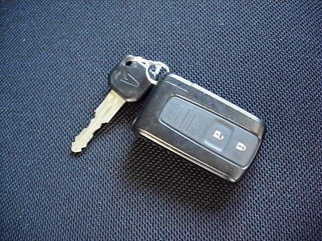車に近寄るだけでロック解除できるキーフリーシステム搭載車です!