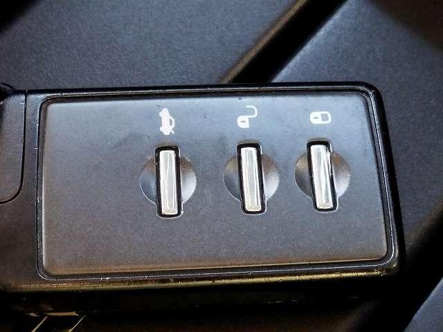 アクセスキー付きです!鍵を出さず、ポケットやかばんの中に入れたままでも解錠できます!かなり便利な装備です!一度使えばクセになります!