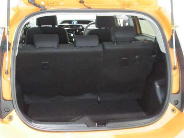 ☆荷室☆シートを立てた状態でもしっかりと荷物を積むことができます!