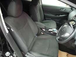 運転席シートはヒートシーター付きで寒い日もすぐに温かくなります!