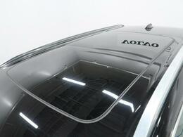 パノラマガラスルーフ『開放的なパノラマガラスルーフはひとたび開けると開放的な車内を演出いたします。高い遠赤外線の遮断率がありますので季節問わずご使用が可能です♪』