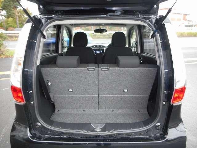 ☆後席シートはスライド式で荷室の広さを調整可能です☆