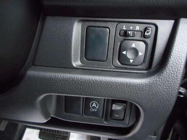 ☆電動格納ミラーに運転席シートヒーター♪アイドリングストップ機能も付いています☆