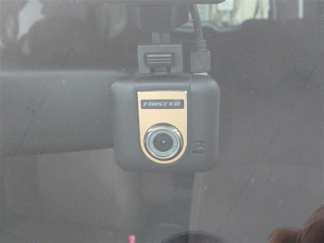 相手がある事故などの際、ドライブレコーダーで録画していれば、証拠として残り安心ですよ!