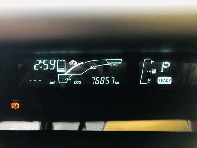 走行距離67850km。走行距離も1桁台ですので、まだまだ長くお乗り頂けるお車となっております。