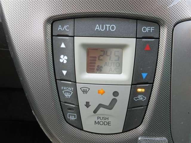 ★エアコンパネル★温度設定で操作が出来る、オートエアコンが装備されています!