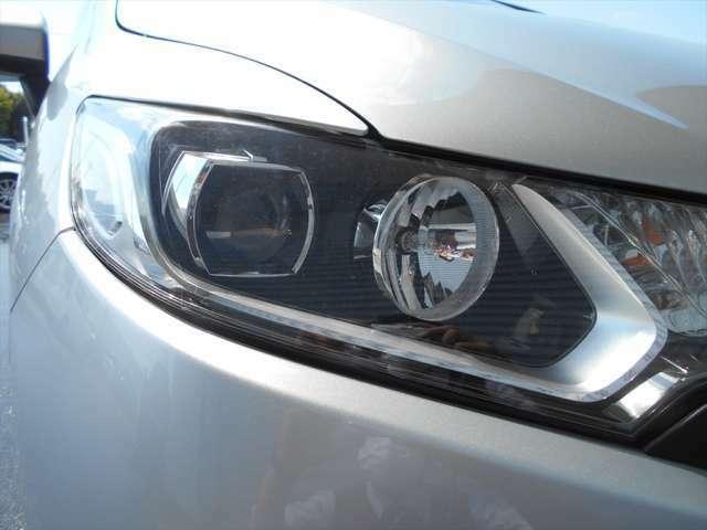 ■この車のヘッドライトはLEDです■明るく省電力で夜道も安全に♪