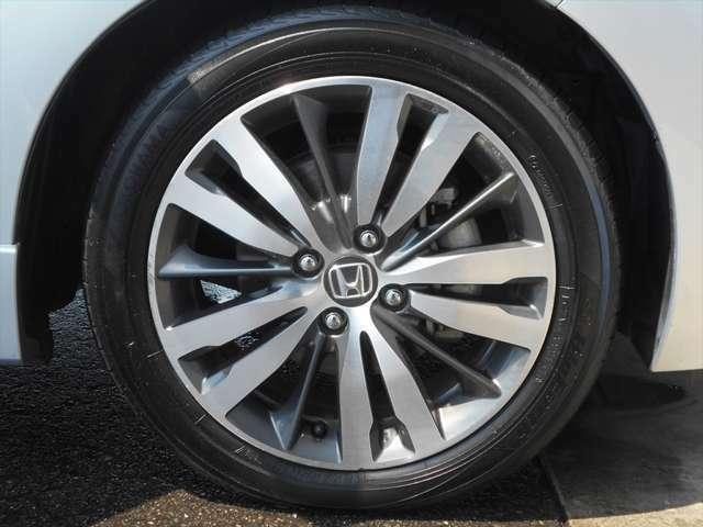 ■アルミホイール■艶やかなアルミホイールを装着するだけで車がより一層ステキに見えます☆アルミホイールは軽量なので燃費の向上にも貢献してくれますよ☆