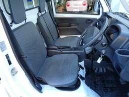運転席・助手席と、とても綺麗な状態です。再度、ご納車前にはクリーニングをしお渡ししたします