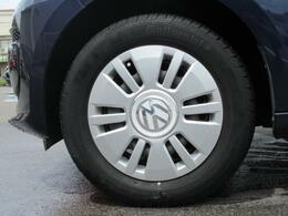 (専用スチールホイール&カバー)VWロゴが入った専用スチールホイールカバーです。