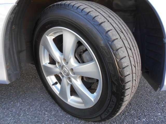 17インチ純正アルミホイールです。タイヤ残り溝は6mm残っております。4WDで走行も安定します。