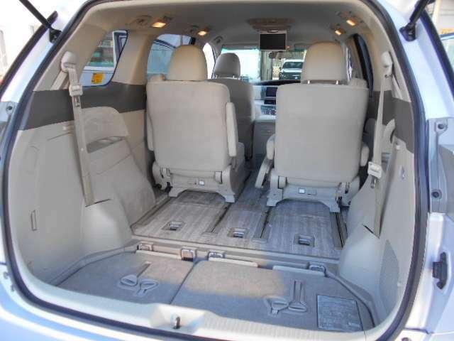 サードシートは床下収納式です。後席シートアレンジで大きな荷物も、積む事が出来ます。用途に合わせてお使い下さい。