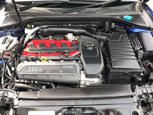 ●2.5TFSIエンジン。大変コンディション良く保たれております。