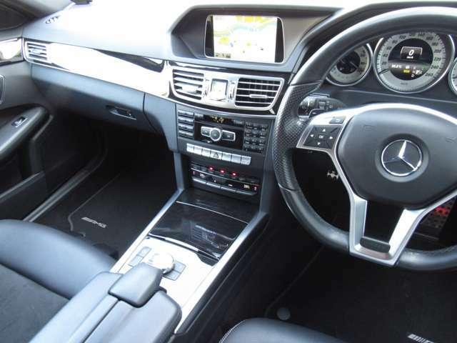 非常に高級感ある内装空間でドライブタイムをお楽しみ下さい!!