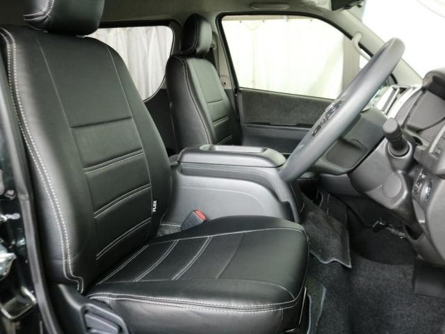 全席FLEXオリジナル黒革調シートカバー装着済みです。シックな車内空間で落ち着きますね!