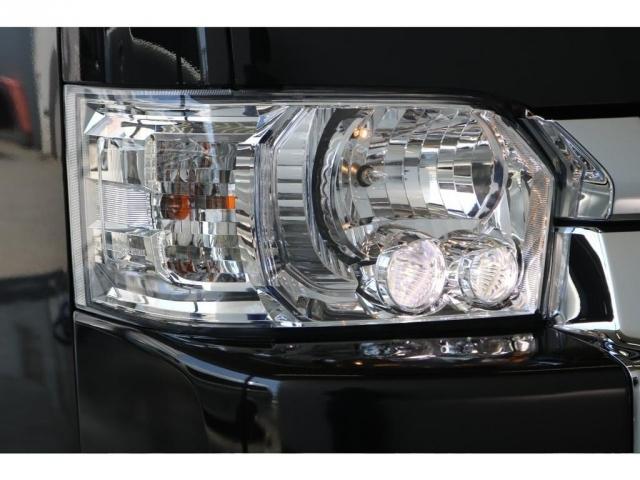 高光度を追求して設定された純正OPのLEDヘッドライトで夜間走行時も安心してドライブに専念できます!
