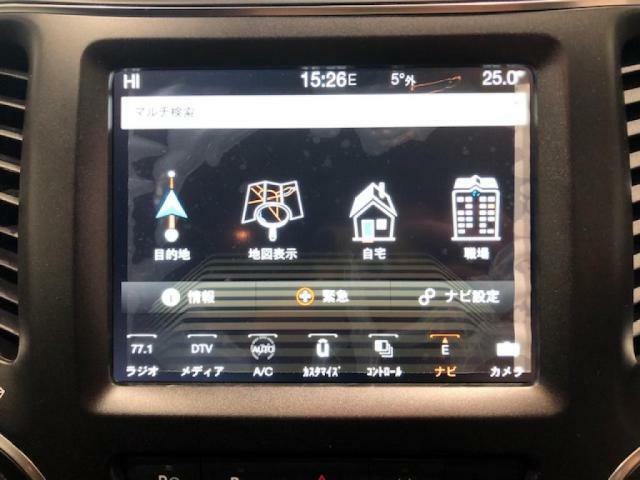 タッチパネル式で、ナビやオーディオ、ブルートゥースとスマートフォンを繋いで通話もできる便利なUconecctシステム