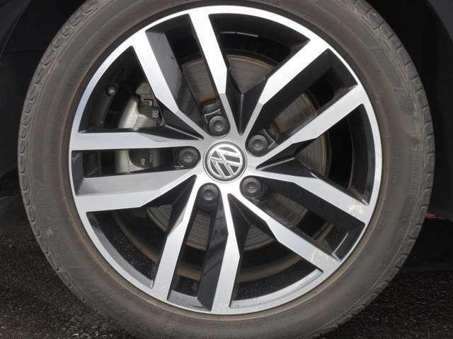 入庫時には、ホイールやタイヤの状態もしっかりチェック!!ミゾのないすり減ってるタイヤやヒビの多いタイヤではご納車致しません。しっかりと、安全基準をクリアしたタイヤでのご納車をさせて頂きます!!