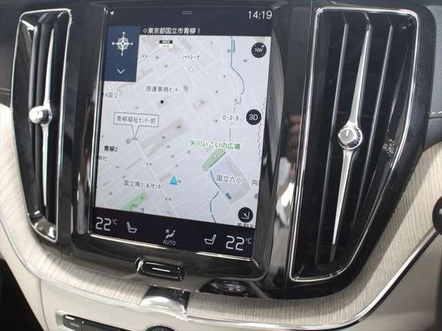 縦長のナビ画面は進行方向を広く表示できるため、視認性に優れています タッチパネルはスマートフォンのように硬いタイプのため、スワイプ操作もできます また地図データは無料で更新可能です