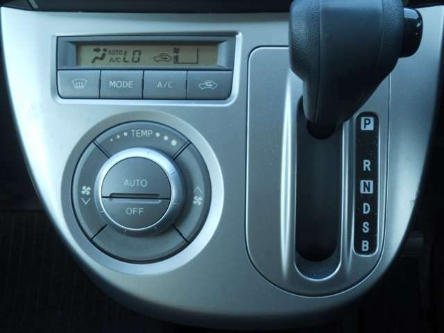 オートエアコンで車内快適です☆