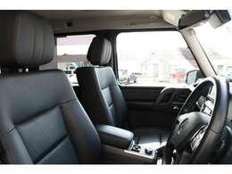 前席はブラックレザーシートを装備!メモリー機能付きパワーシート、シートヒーター、ランバーサポートを装備した多機能設計により、快適なドライブをサポートします!