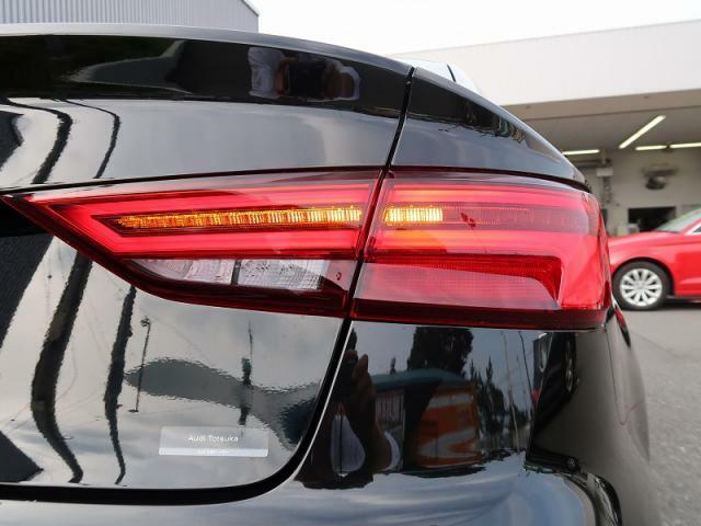 ●リアコンビネーションライト『内側から外側へと流れるように点灯するLEDライトを搭載。今人気の流れるウインカーです!』