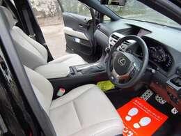 サンルーフ・ヘッドアップディスプレイ・ホワイトレザーシート・パワーバックドア・バックモニター・前席シートヒーター・ETC・19インチアルミ・フルセグTV