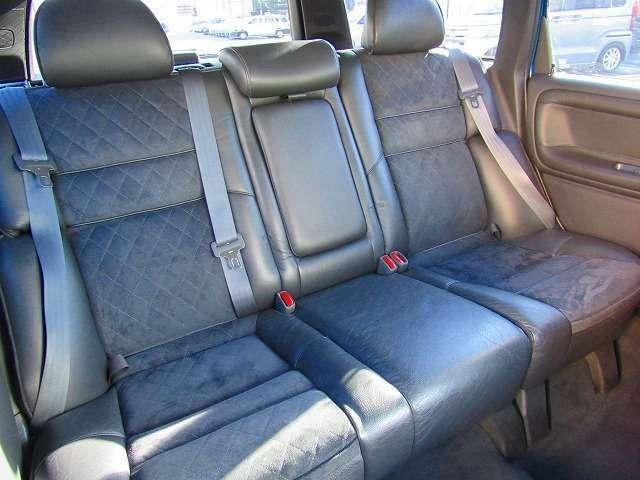 フロントシート同様に、リヤシートに至ってもシートクリーニング洗浄により本来の質感を取戻しております。