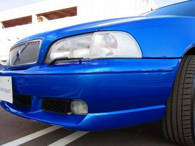 車の前後に取り付いているバンバ-も全体の質感を高めるためしっかりと作り込み光沢感のある仕上がりとなっております。