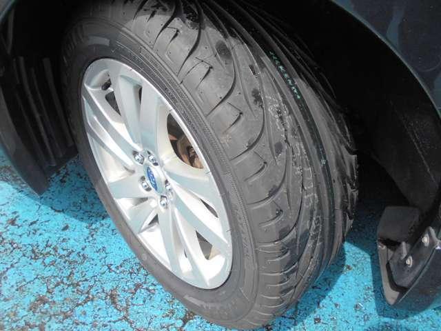 タイヤはケンダ製カイザー付き!!タイヤ山は9.5分山あり!!新品&スタッドレスタイヤも格安海外品から国産品まで各種取り扱えますので交換ご希望の方はお気軽にご相談下さい!!!