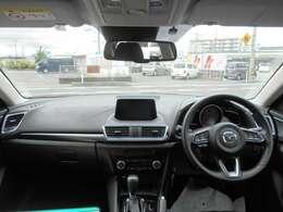 後席から運転席全景♪