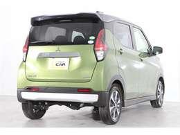 メインのボディーカラーはオリーブグリーンメタリックという緑色です♪爽やかな色で駐車場でも見つけやすい色ですね♪