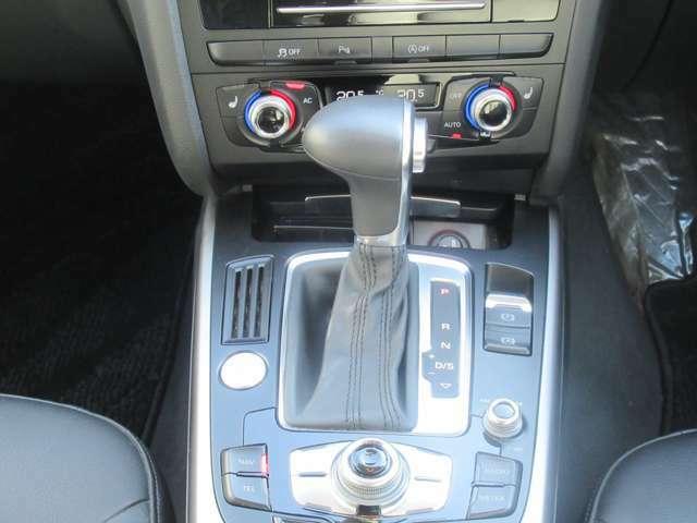 7AT(MTモード) 電子パーキングブレーキ デュアルオートエアコン 運転席、助手席左右独立型エアコンですので、同乗者様も快適にお乗り頂けます♪