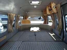 ☆ダイネットベッド展開☆「260×165」の大型ベッドとなります。最大で大人3名子供1名様分のスペースがございます♪