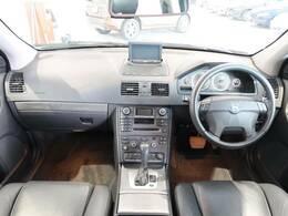 希少なXC90の上級グレードが入庫!現在では生産が終了しているV90のクロスオーバーモデル!!ワゴン×AWDかつ広々としたラゲッジスペースを備えた堂々の一台となっております!