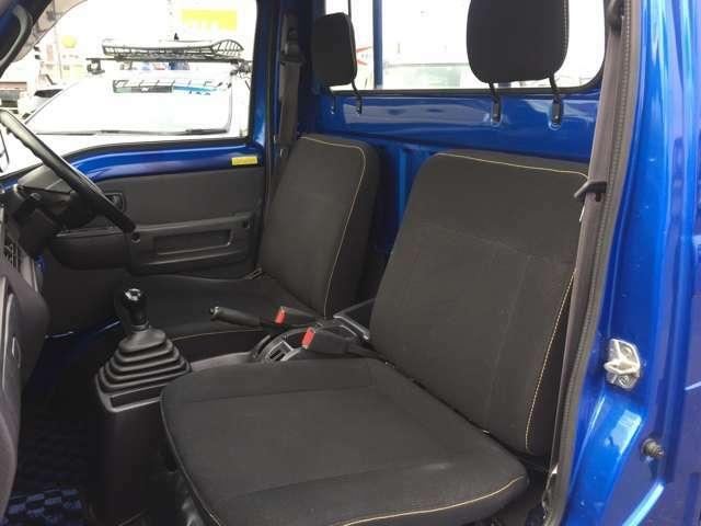 イエローステッチが施される専用ブラックシートを採用!ドアを開けた瞬間にノーマル車との違いを感じます♪