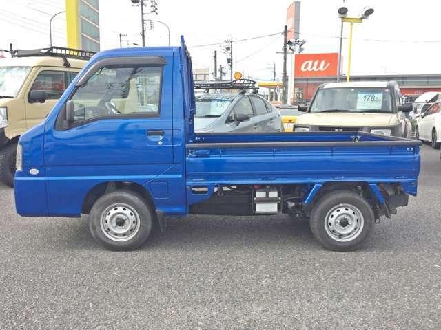 専用装備として、青と黒のツートンカラードバンパーやイエローステッチが施される専用ブラックシートを採用!生産台数はトラックとバンを合わせて1000台のみの希少車です!