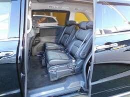 プライムスムースコンビ7人乗りプレミアムクレードルシートです。LEDウェルカムライト付パワースライドドア。LEDサイドステップガーニッシュ&LEDフットライト(光のアイテムパッケージ)